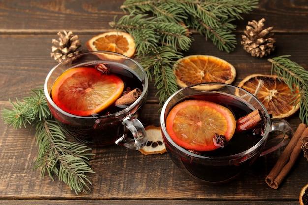 Weihnachten heißer glühwein mit zimt und orange