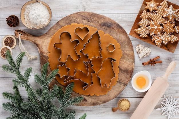 Weihnachten, neujahr kochen hintergrund. backzutaten und utensilien.