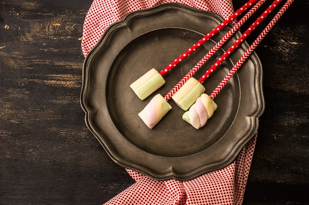Weihnachten oder neujahr komposition mit marshmallows