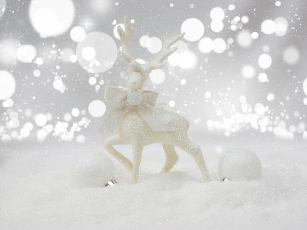 Weihnachten reindder dekoration im schnee eingebettet