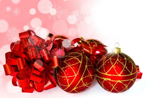 Weihnachten roten kugeln mit einem band weiter