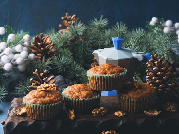 Weihnachten und neujahr verwöhnen - gewürzte karottenmuffins