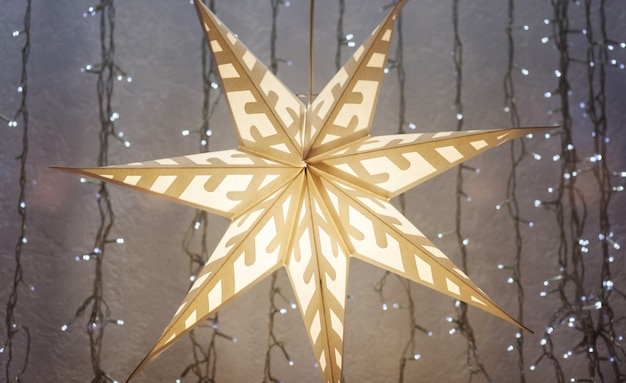 Weihnachten und silvester in europa. weihnachtspapierstern