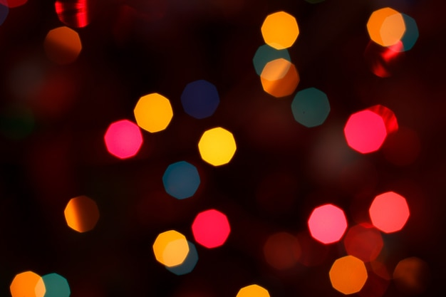 Weihnachten unscharfer hintergrund mit bunten festlichen lichtern. feiertagsnacht paty. abstrakter kreisförmiger bokeh-hintergrund.