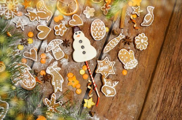 Weihnachts hausgemachte köstliche lebkuchenplätzchen