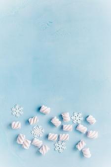 Weihnachts marshmallows und schneeflocken