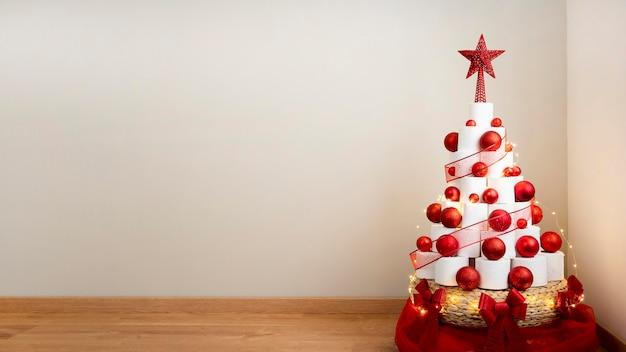 Weihnachts-toilettenpapierbaum-kopierraum
