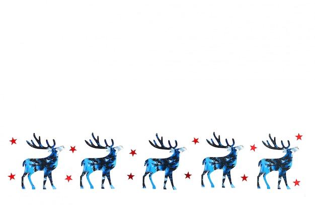 Weihnachts- und des neuen jahreshintergrund mit blauen schattenbildrotwild und rotsternen confetti.
