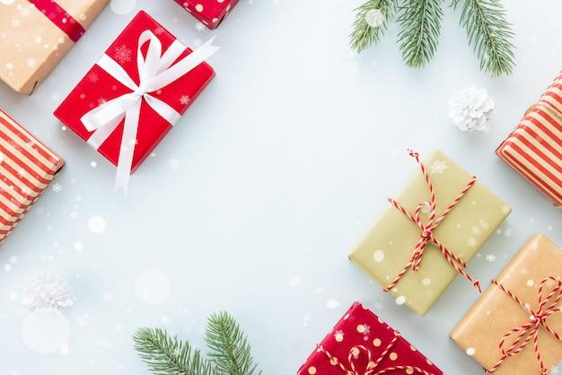 Weihnachts- und neujahrsfeiertagehintergrund mit kopienraum, kreatives ideengrenzdesign