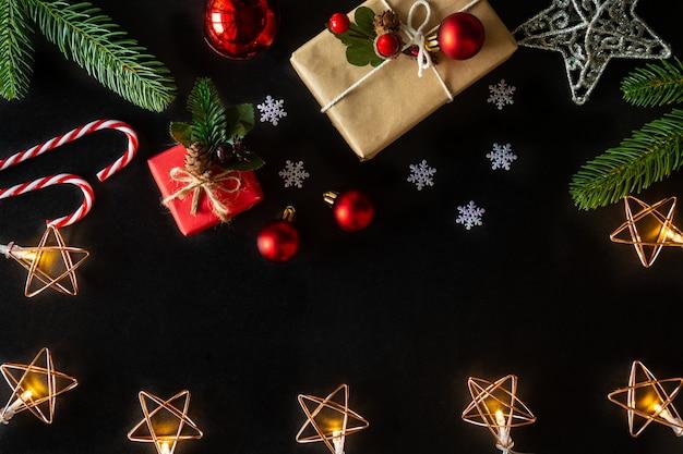 Weihnachts- und neujahrsfeiertagshintergrund verzierte hausthema.