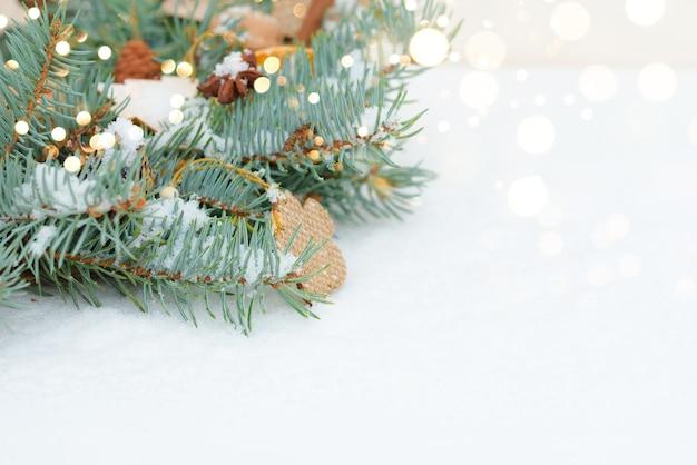 Weihnachts- und neujahrsfeiertagshintergrund. weihnachtskarte. weihnachtshandwerksgeschenke