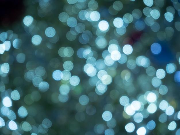 Weihnachts- und neujahrslichter. verschwommene lichter der blauen farbe. kann als hintergrund und textur verwendet werden