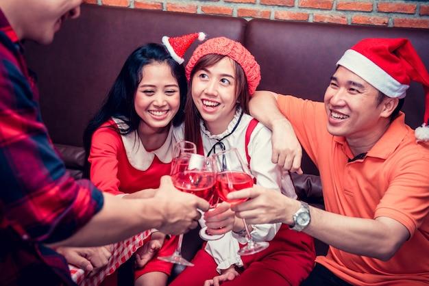 Weihnachts- und silvesterparty mit freunden