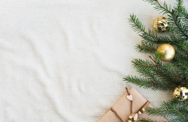 Weihnachts- und winterkomposition auf gestricktem plaid