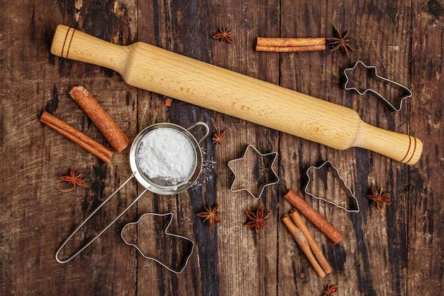 Weihnachtsbackenwerkzeuge für das backen von plätzchen