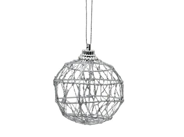 Weihnachtsball des spinnennetzes auf lokalisiertem weißem hintergrund