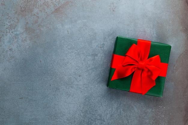 Weihnachtsbanner. hintergrund-weihnachtsdesign mit realistischer geschenkbox. horizontales weihnachtsplakat, grußkarten.