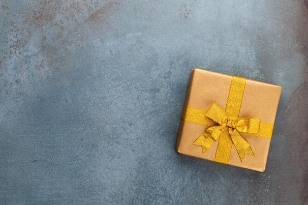 Weihnachtsbanner. hintergrund-weihnachtsdesign, mit realistischer geschenkbox. horizontales weihnachtsplakat, grußkarten.