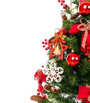 Weihnachtsbaum auf weißem hintergrund