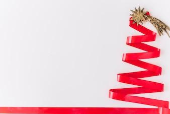 Weihnachtsbaum aus Band gemacht