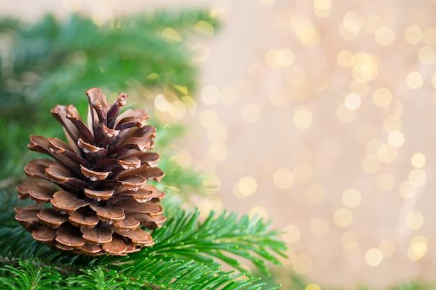 Weihnachtsbaum der bokeh-hintergrund. weihnachtsgrußkartenhintergründe.
