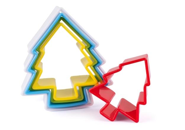Weihnachtsbaum-form-lebkuchen-ausstecher isoliert auf weißem hintergrund