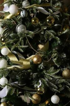 Weihnachtsbaum geschmückt. schöne ferien!