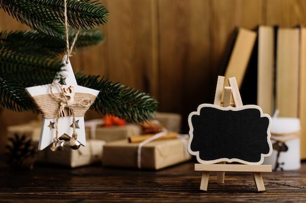 Weihnachtsbaum, handgemachter stern und minitafel