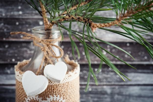 Weihnachtsbaum in der rustikalen flasche