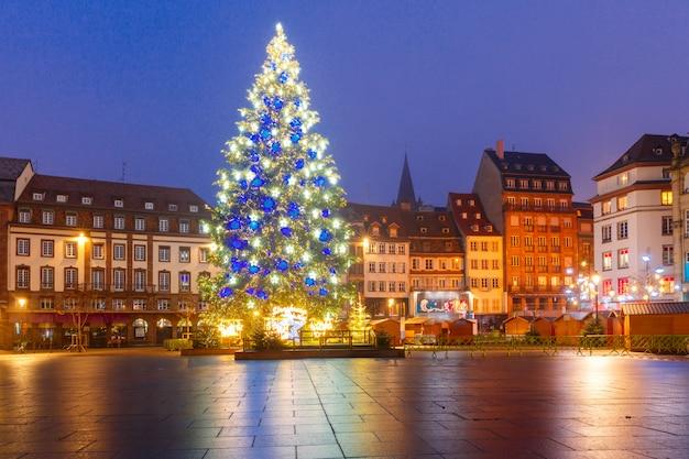 Weihnachtsbaum in straßburg, elsass, frankreich