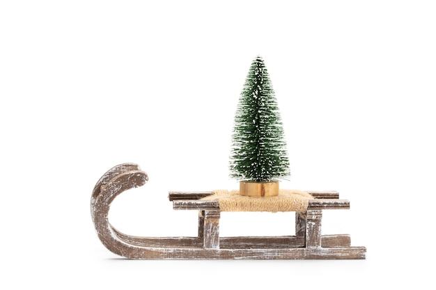 Weihnachtsbaum isoliert auf weißem hintergrund.