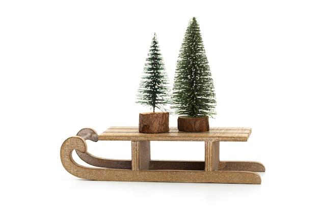 Weihnachtsbaum lokalisiert auf einem weißen hintergrund