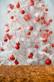 Weihnachtsbaum mit dekorationen. weihnachtsfeiertag hintergrund