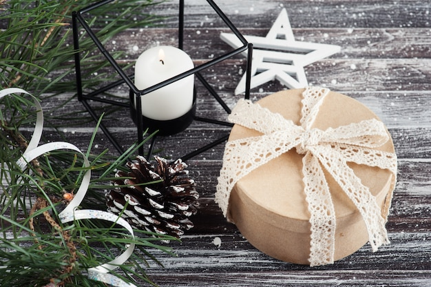 Weihnachtsbaum und ktaft geschenkbox