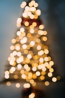 Weihnachtsbaum unscharf.