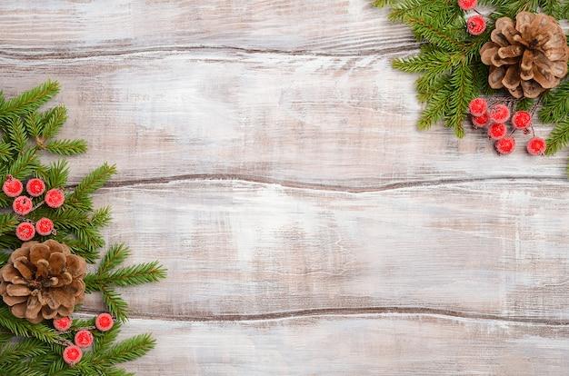 Weihnachtsbaumasthintergrund, draufsicht, flache lage, kopienraum.