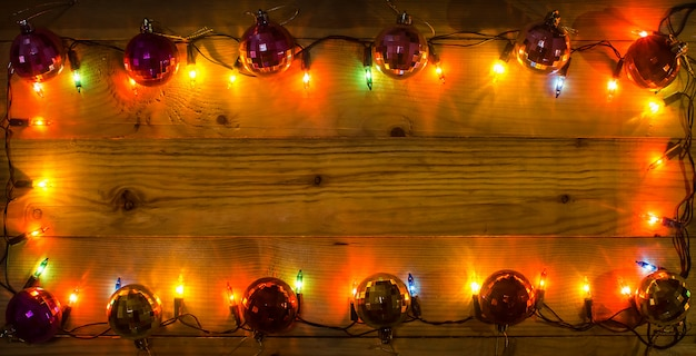 Weihnachtsbeleuchtung frame hintergrund. leerer platz für text oder zeichnen
