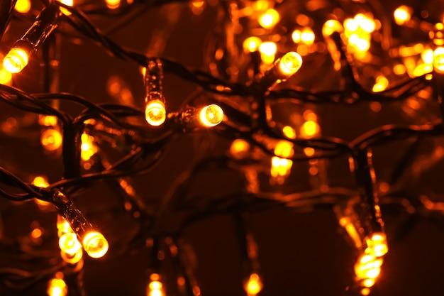 Weihnachtsbeleuchtung leuchtet, nahaufnahme