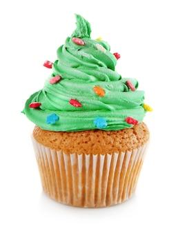 Weihnachtscupcake isoliert auf weiß on