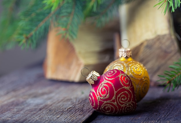 Weihnachtsdeko am holztisch