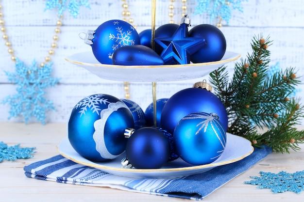 Weihnachtsdekoration am dessertständer