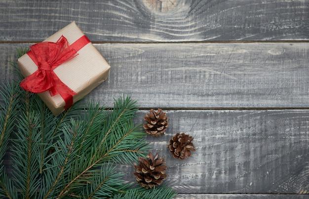 Weihnachtsdekoration auf altem holz
