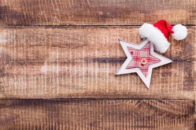 Weihnachtsdekoration auf dem alten weinlesehölzernhintergrund. Premium Fotos