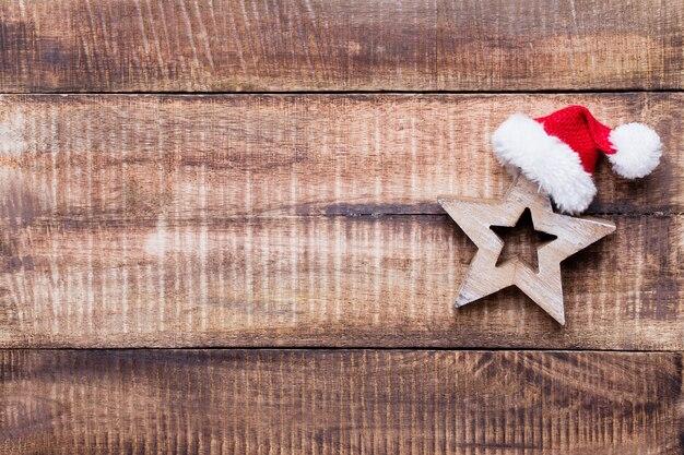 Weihnachtsdekoration auf dem alten weinlesehölzernhintergrund.