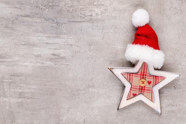 Weihnachtsdekoration auf grauem hintergrund mit kopienraum - bild