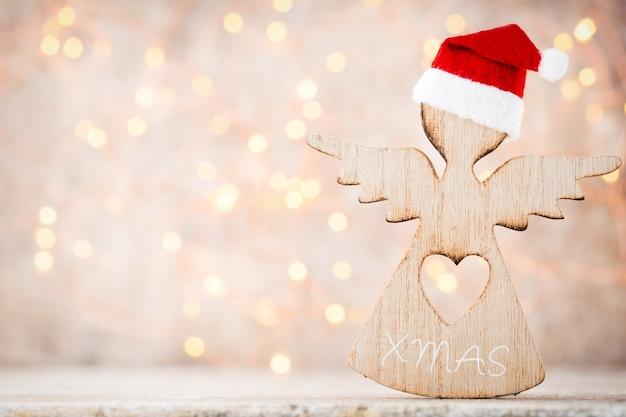 Weihnachtsdekoration mit engel santa hut. jahrgänge hintergrund.