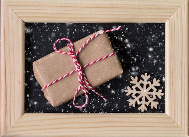 Weihnachtsdekoration mit fotorahmen. weihnachten und neujahr
