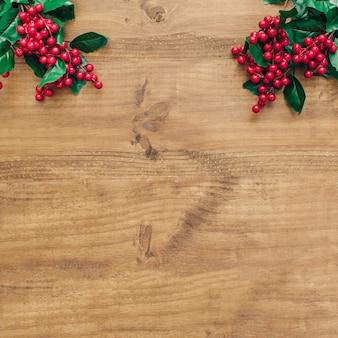 Weihnachtsdekoration mit mistel auf der oberseite.