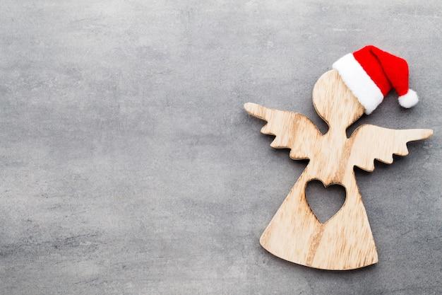 Weihnachtsdekoration mit weihnachtsmütze