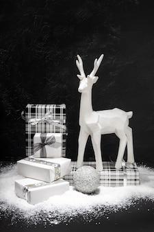 Weihnachtsdekoration und geschenkboxgruppe. weihnachtskonzept.
